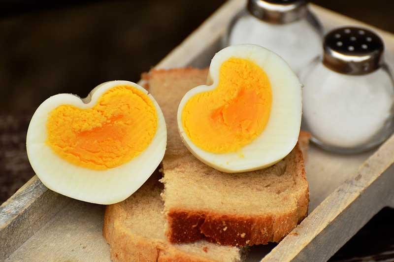 Yumurta haşlarken çatlamaması için
